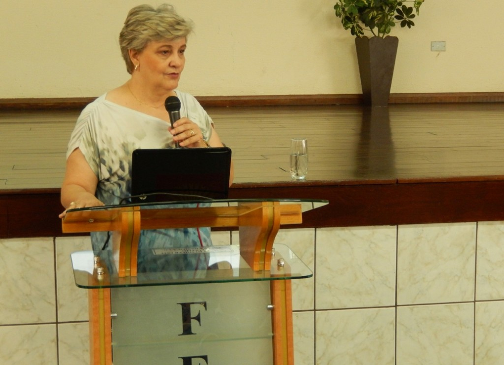 2-NEPE Goiania-Diretora da FEB Celia inicia Seminario